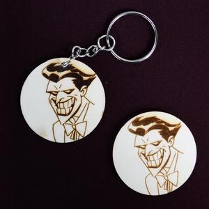 Joker a Batman képregényből kulcstartó/mágnes, Egyéb, Kulcstartó, táskadísz, Táska, Divat & Szépség, Fotó, grafika, rajz, illusztráció, Gravírozás, pirográfia, Kézzel rajzolt Joker karakter a Batmanből\nKulcstartó és hűtőmágnes formájában. \nNem Ő a kedvenc kara..., Meska