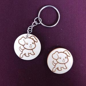 Aranyos kutyus kulcstartó/mágnes, Egyéb, Kulcstartó, táskadísz, Táska, Divat & Szépség, Fotó, grafika, rajz, illusztráció, Gravírozás, pirográfia, Kézzel rajzolt mosolygós kis kutya.\nKulcstartó és hűtőmágnes formájában. \nNem Ő a kedvenc állatkád? ..., Meska