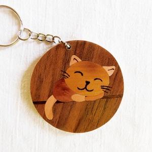 Alvó cica kulcstartó/mágnes (Intarzia), Egyéb, Táska, Divat & Szépség, Kulcstartó, táskadísz, Famegmunkálás, Minden termékemet 100%-ig kézzel ill. egy szikével készítek és fából. \nEz valóban egy különleges ajá..., Meska