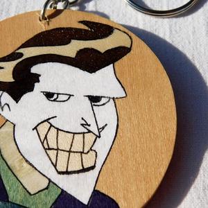 Joker, Batman fa kulcstartó (intarzia), Gyerek & játék, Játék, Táska, Divat & Szépség, Kulcstartó, táskadísz, Famegmunkálás, 100%-ban kézzel készült fa kulcstartó. \n\nMás szuperhős a kedvenc? Nincs gond elkészítem a személyes ..., Meska