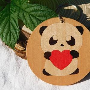 szivecskés panda fa  kulcstartó/mágnes (Intarzia), Táska & Tok, Kulcstartó & Táskadísz, Kulcstartó, Famegmunkálás, Egyedi fa kulcstartók.\nMinden termékemet 100%-ig kézzel ill. egy szikével készítek. \nEz valóban egy ..., Meska