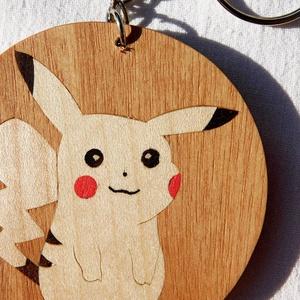 Pikachu pokemon fa  kulcstartó/mágnes (Intarzia), Ékszer, Egyéb, Táska, Divat & Szépség, Kulcstartó, táskadísz, Famegmunkálás, Egyedi fa kulcstartók.\nMinden termékemet 100%-ig kézzel ill. egy szikével készítek. \nEz valóban egy ..., Meska