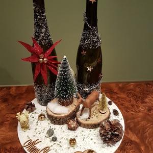 Asztaldísz, Karácsony, Karácsonyi dekoráció, Otthon & lakás, Dekoráció, Ünnepi dekoráció, Lakberendezés, Asztaldísz, Mindenmás, Kb 30 cm átmérőjű, kör alakú fa alapra készült, műanyag figurákkal, állatokkal, fenyővel és tobozzal..., Meska