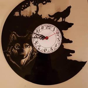 Bakelitóra, farkas, Otthon & lakás, Dekoráció, Lakberendezés, Férfiaknak, Gravírozás, pirográfia, A képen látható termék egyéni megrendelésre készült, bakelit óra, amely egy farkast ábrázolt. Egyéni..., Meska