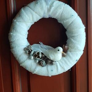 Ajtódísz, madárka, Karácsony & Mikulás, Mindenmás, Ajtódísz, amely alapja hungarocellből készült alapra koszorú, fehér pihés puha anyaggal és LED égőso..., Meska