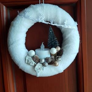 Ajtódísz, ablakdísz, téli, Karácsony & Mikulás, Mindenmás, Ajtódísz, amely alapja hungarocell koszorú, fehér pihe puha anyaggal bevonva, LED mécsessel (1 db CR..., Meska