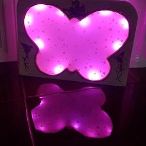 LED lámpa, pillangó, Otthon & Lakás, Lámpa, Gravírozás, pirográfia, Borovi fenyőből faragott, pillangó formában kivágott asztali / éjjeli lámpa, amely kedves kis kiegés..., Meska