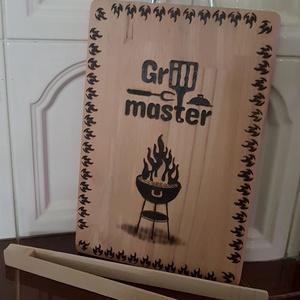 """Konyhai szett, \""""grill mester\"""", Otthon & Lakás, Ház & Kert, Gravírozás, pirográfia, A szett tartalma egy húscsipesz és egy vágódeszka. A deszkát grill mester mintája díszíti. A minták ..., Meska"""