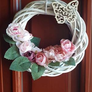 Ajtódísz, virágos, Otthon & Lakás, Dekoráció, Ajtódísz & Kopogtató, Mindenmás, Tavaszi ajtódísz. Fehérre festett fakoszorú virágokkal és egy lézervágott pillangóval díszítve. Kell..., Meska
