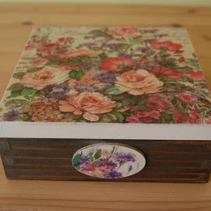 Virágos doboz, Otthon & lakás, Lakberendezés, Tárolóeszköz, Doboz, Láda, A képen látható virágos doboz decoupage technikával készítettem, szalvéta, akril festékek felhasznál..., Meska