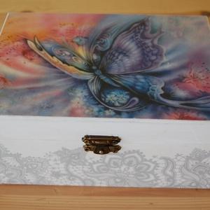 Pillangós doboz, Otthon & lakás, Lakberendezés, Tárolóeszköz, Láda, Doboz, Fa doboz pillangó mintával decoupage technikával készítettem, szalvéta, akril festékek felhasználásá..., Meska