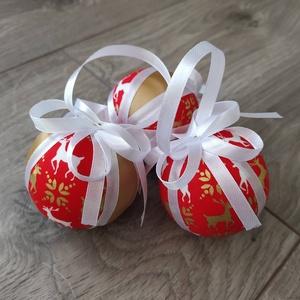 Patchwork karácsonyfadíszek - szarvasok, Karácsony & Mikulás, Karácsonyfadísz, Foltberakás, Berakásos patchwork technikával készült karácsonyfadíszek. 6 cm átmérőjű hungarocell gömböket vontam..., Meska