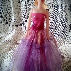 AKCIÓ!!!Barbie ruha.Két részes ruha,szett Barbi méretű babára.Egyedi,pink., Gyerek & játék, Játék, Baba játék, Varrás, Barbi méretű babának készült ruha.\nPink színű mini ruha,hátoldalán tépőzáras szoknya résszel,így nag..., Meska