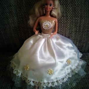 AKCIÓ!!!Barbie ruha.Barbi baba ruha,egyedi,két részes szett., Gyerek & játék, Játék, Baba játék, Karácsony, Varrás, Hímzés, Barbi méretű babának készült ruha.\nHa bármilyen kérdésed van termékkel vagy postázással kapcsolatban..., Meska