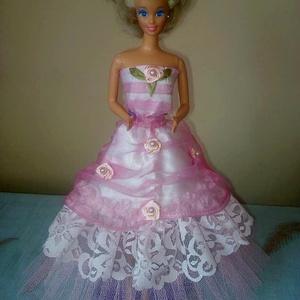 Barbie ruha.Barbi baba ruha,egyedi,két részes szett., Játék & Gyerek, Baba & babaház, Babaruha, babakellék, Varrás, Barbi méretű babának készült szett.\nHátoldalán tépőzáras ruha és szoknya résszel.\nHa bármilyen kérdé..., Meska