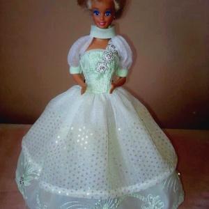 Barbie ruha.Barbi baba ruha,egyedi,két részes szett., Játék & Gyerek, Baba & babaház, Babaruha, babakellék, Varrás, Barbi méretű babának készült szett.\nHátoldalán tépőzáras ruha,boleróval.\nHa bármilyen kérdésed van t..., Meska