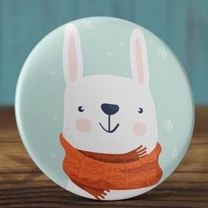 Karácsonyi kitűző - Hó nyuszi bross- nyuszi kitűző - tél bross - sálas nyúl kitűző - karácsony ajándék - sál - tél - hó (AngelPin) - Meska.hu