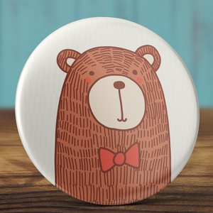 Medve kitűző - cuki maci bross - barna medve kitűző - állatos kitűző - vadállat - masnis medve kitűző - bross - állat (AngelPin) - Meska.hu