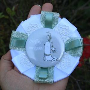 Lánybúcsú kitűző - cuki kitűző - vintage - esküvő - vintage esküvő - ajándék - lánybúcsú ajándék - zöld - fehér - csipke (AngelPin) - Meska.hu
