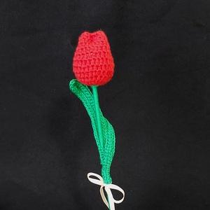 Horgolt piros tulipán , Otthon & lakás, Dekoráció, Csokor, Dísz, Ünnepi dekoráció, Anyák napja, Horgolás, Piros horgolócérnával készítettem a tulipán fejét ami vatelinnel van töltve , leveleit illetve szárá..., Meska