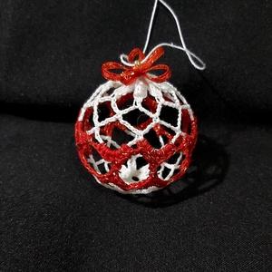Karácsonyfagömb-horgolt-keményített, Karácsony & Mikulás, Karácsonyfadísz, Fehér és piros horgolócérnákkal készítettem ezt a keményített gömböt,piros-arany masnival és pici ar..., Meska