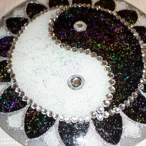 ying-yang mandala, Dekoráció, Otthon & lakás, Esküvő, Festészet, Üvegművészet, 30 cm-es yin-yang mandala,egyen súlyba hozza a dolgokat,nagyon szép ajándék...\n, Meska