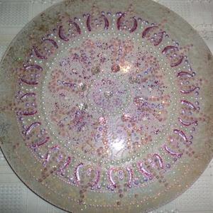 Gyöngyös mandala, Otthon & Lakás, Mandala, Dekoráció, 25 cm-es üveglapra festett,gyöngyökkel diszitett,elegáns mandalával ajándékozza meg barátnőjét,szere..., Meska