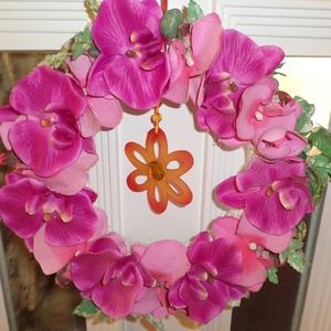 Orhideás ajtókopogtató, Húsvéti díszek, Ünnepi dekoráció, Dekoráció, Otthon & lakás, Lakberendezés, Ajtódísz, kopogtató, Virágkötés, Mindenmás, 28 cm-es szalmakoszura ragasztatott,selyemvirágokkal diszitett ajtókopogtató,nagyon szép ajándék......, Meska