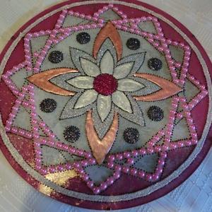 Csajos mandala, Mandala, Dekoráció, Otthon & Lakás, Festészet, Üvegművészet, Szeretettel köszöntelek az oldalamon,lepd meg gyermekedet e csajos rózsaszin mandalával...\nA mandalá..., Meska