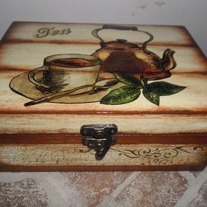Teásdoboz,tea tartó doboz 6 rekeszes ., Tea & Kávé tárolás, Konyhafelszerelés, Otthon & Lakás, Decoupage, transzfer és szalvétatechnika, Teásdoboz 6 rekeszes.\nSzalvétatechnikával készült,festett pácolt,lakkozott doboz.\nantikolt csattal z..., Meska