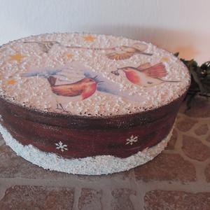 karácsonyi háncs doboz 23x17.5x8.5cm, Karácsony, Ünnepi dekoráció, Dekoráció, Otthon & lakás, Ajándékzsák, Decoupage, transzfer és szalvétatechnika, karácsonyi háncs dobozka\n23x17.5x8.5cm\nszalvétatechnikával készült rizspapír díszíti és hópaszta\najá..., Meska