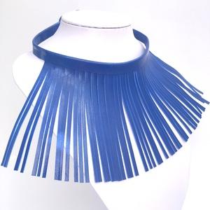 Kék rojtos, valódi bőr nyaklánc, Nyakpánt, gallér, Nyaklánc, Ékszer, Bőrművesség, Ékszerkészítés, \nValamennyi termék saját ötlet, elgondolás, kivitelezés alapján készül.\n\nA bőr nyakláncról:\nMéretek:..., Meska