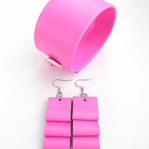Mesés rózsaszín/pink Bőr ékszerszett, Ékszer, Ékszerszett, Karkötő, Fülbevaló, Bőrművesség, Ékszerkészítés, Saját ötlet, elgondolás alapján készült bőr kiegészítők szettben\n\nKarkötő méretei: \nszélessége 3,9 c..., Meska