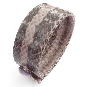 Valódi kígyóbőr karkötő, Ékszer, Karkötő, Esküvő, Esküvői ékszer, Bőrművesség, A karkötő valódi bőrből készült. \nKét méretben választható: szélességük 2,8 cm.\nHosszúság: \n1. 20,3 ..., Meska