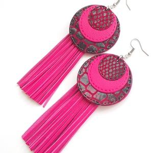 Extra kör, rojtos bőr fülbevaló, pink-mintás, Ékszer, Fülbevaló, Bőrművesség, Ékszerkészítés, A fülbevaló saját tervezéssel, kivitelezéssel készült.\nSzíne: pink, mintás bordós piros (csillogó pi..., Meska