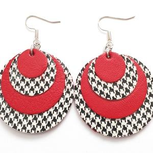 Tyúkláb mintás piros bőr fülbevaló, kör, Ékszer, Fülbevaló, Esküvő, Esküvői ékszer, Bőrművesség, Ékszerkészítés, Valamennyi termék saját ötlet, elgondolás, kivitelezés alapján készül.\n\nMéret: átmérő 3,7 cm\nAnyaga:..., Meska