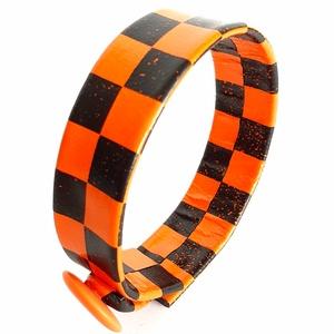 Kockás valódi bőr karkötő, narancs -fekete, Ékszer, Karkötő, Bőrművesség, Ékszerkészítés, A bőr karkötő saját elgondolás, tervezés alapján készült.\nSzíne: narancs, fekete\nAnyaga: valódi olas..., Meska