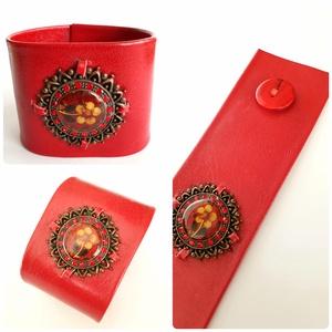 Piros valódi bőr karkötő virágos, köves fém dísszel, Ékszer, Karkötő, Bőrművesség, Ékszerkészítés, A bőr karkötő saját elgondolás, tervezés alapján készült.\nSzíne: piros\nAnyaga: valódi olasz bőr\nMére..., Meska