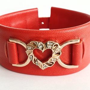 A szív karkötője, valódi bőr karkötő, piros, Ékszer, Karkötő, Bőrművesség, A karkötő valódi bőrből készült, saját tervezéssel, kivitelezéssel. \n\nSzíne: piros\nMérete: hossza 18..., Meska