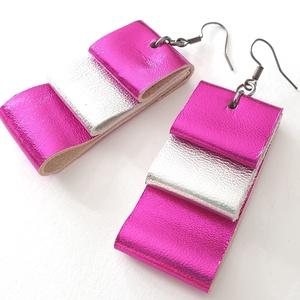 Pink-ezüst fényes valódi bőr fülbevaló, Ékszer, Fülbevaló, Bőrművesség, Ékszerkészítés, A fülbevaló valódi olasz bőrből készült saját tervezéssel, kivitelezéssel.\n\nSzíne: fényes pink, ezüs..., Meska
