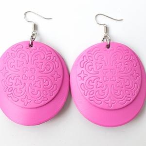 Pink pajzs Bőr fülbevaló, Ékszer, Fülbevaló, Bőrművesség, Ékszerkészítés, Saját ötlet, elgondolás alapján készült bőr fülbevaló\n\nFülbevaló mérete:\nKapocs, szerelék nélkül átm..., Meska