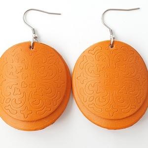 Réz narancs pajzs Bőr fülbevaló, Lógós kerek fülbevaló, Fülbevaló, Ékszer, Bőrművesség, Ékszerkészítés, Saját ötlet, elgondolás alapján készült bőr fülbevaló\n\nFülbevaló mérete:\nKapocs, szerelék nélkül átm..., Meska
