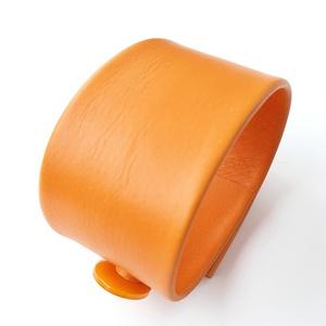Réz narancs Bőr karkötő, Széles karkötő, Karkötő, Ékszer, Bőrművesség, Ékszerkészítés, Saját ötlet, elgondolás alapján készült bőr kiegészítő\n\nKarkötő méretei: \nszélessége 3,9 cm, hossza ..., Meska