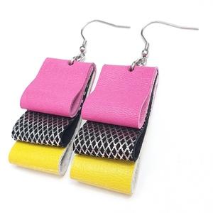 Geometrikus ezüst-pink-sárga bőr fülbevaló, Ékszer, Fülbevaló, Bőrművesség, A fülbevaló valódi olasz bőrből készült saját tervezéssel, kivitelezéssel.\n\nSzíne: sárga, pink, ezüs..., Meska