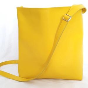 Sárga Valódi bőr táska, Táska, Divat & Szépség, Táska, Válltáska, oldaltáska, Varrás, A táska valódi olasz bőrből készült saját tervezéssel, kivitelezéssel.\n\n\nSzíne: sárga, belül színes,..., Meska