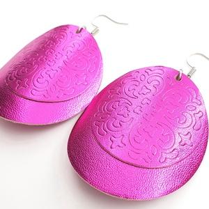 Metalfényes pink pajzs Bőr fülbevaló, Lógós kerek fülbevaló, Fülbevaló, Ékszer, Bőrművesség, Ékszerkészítés, Saját ötlet, elgondolás alapján készült bőr fülbevaló\n\nFülbevaló mérete:\nKapocs, szerelék nélkül átm..., Meska