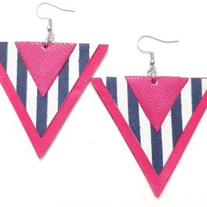 Egyedi darab! Pink-kék csíkos háromszög bőr fülbevaló, Ékszer, Fülbevaló, Lógós fülbevaló, Bőrművesség, Ékszerkészítés, Valamennyi termék saját ötlet, elgondolás, kivitelezés alapján készül.\n\nMéretek: 6,3 cm minden oldal..., Meska