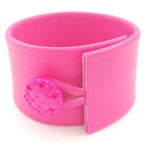 Pink valódi bőr karkötő, Ékszer, Karkötő, Széles karkötő, Bőrművesség, Ékszerkészítés, A karkötő valódi olasz bőrből készült saját tervezéssel, kivitelezéssel.\n\nSzíne: pink\nAnyaga: valódi..., Meska