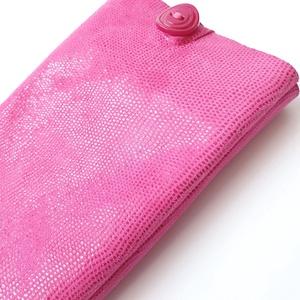 Pink Bőr telefontartó; csillogó, önmagában mintás, Táska & Tok, Pénztárca & Más tok, Telefontok, Bőrművesség, Varrás, Színe: pink\nAnyaga: velúrbőr, puha\nMérete: magassága 17 cm, szélessége 8,5 alapállapotban, oldala 1 ..., Meska