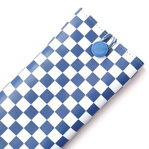 Kockás Bőr telefontartó; kék-szürkésfehér, Táska & Tok, Pénztárca & Más tok, Telefontok, Bőrművesség, Varrás, Színe: kék, szürkésfehér\nAnyaga: bőr\nMérete: magassága 15,5 cm, szélessége 8 cm alapállapotban, olda..., Meska